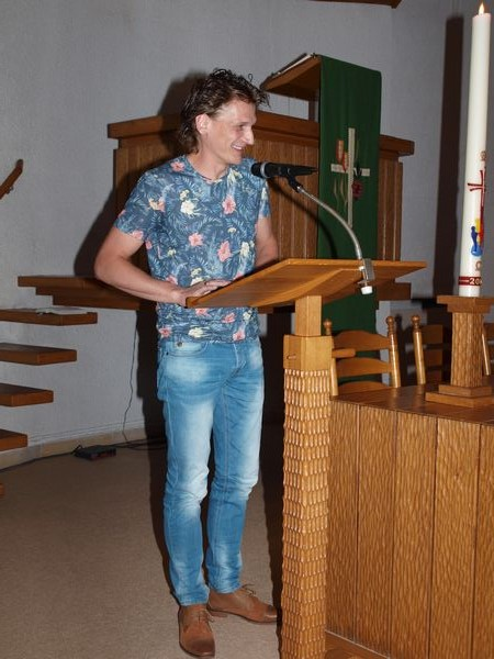 Gerrit Mijnheer houdt een praatje